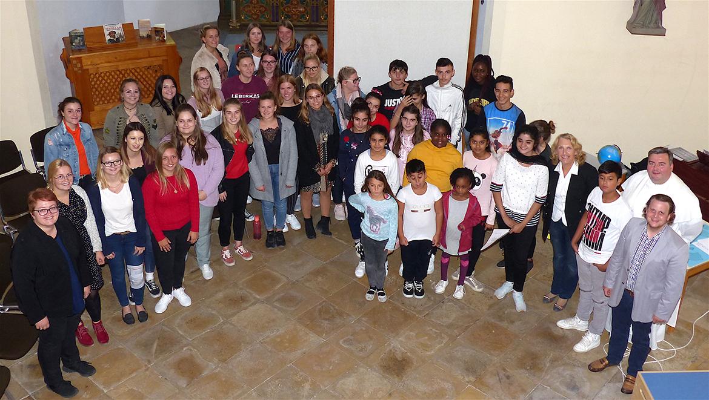 Sie alle haben mitgewirkt. Pfarrcaritasvorsitzender Christian Steiger und seine Stellvertreterin Christa Rembart sowie die Schulleiterinnen Bettina Schmidbauer u. Gundula Stadler haben das Gemeinschaftsprojekt initiiert und begleitet.