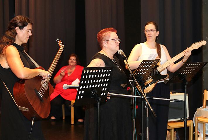 Lehrerinnen-Band des KWA Bildungszentrums Pfarrkirchen, hier bei der Abschlussfeier 2019 in der Stadthalle.