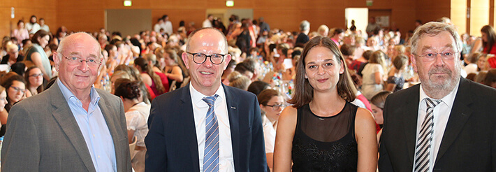 Von links: Georg Riedl (Hochschulkoordinator), Dr. Stefan Arend (KWA Vorstand), Stefanie Hellauer (Regier. Niederbayern), Karl-Heinz Edelmann (Leiter des KWA Bildungszentrums Pfarrkirchen-Bad Griesbach).