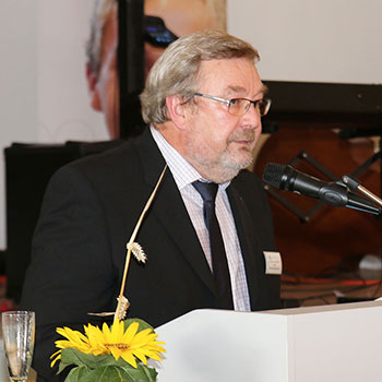 Karl-Heinz Edelmann, Leiter des KWA Bildungszentrums, bei der Abschlussfeier 2014 in Pfarrkirchen