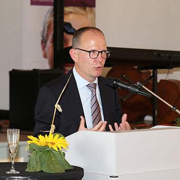 Dr. Stefan Arend, KWA Vorstand, bei der Abschlussfeier 2014 des KWA Bildungszentrums in Pfarrkirchen