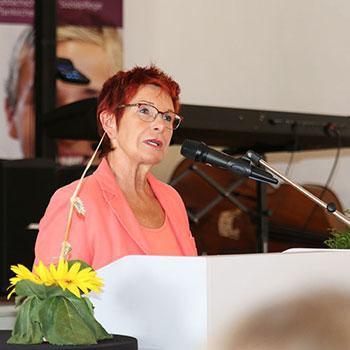 Reserl Sem, Landtagsabgeordnete, bei der Abschlussfeier 2014 des KWA Bildungszentrums in Pfarrkirchen