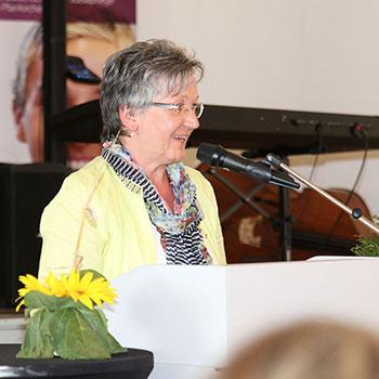 Edeltraut Plattner, stellvertr. Landrätin, bei der Abschlussfeier 2014 des KWA Bildungszentrums in Pfarrkirchen