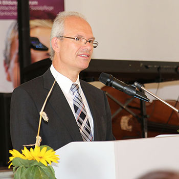Heinrich Etzel, RSchD, bei der Abschlussfeier 2014 des KWA Bildungszentrums in Pfarrkirchen