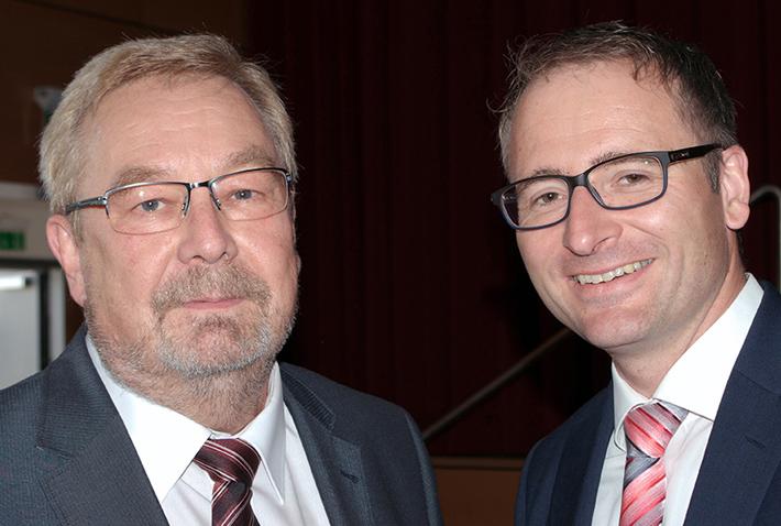 Abschlussfeier 2015 im KWA Bildungszentrum, KWA-BIZ-Leiter Karl-Heinz Edelmann und Michael Hisch, Verwaltungsleiter der KWA Klinik Stift Rottall