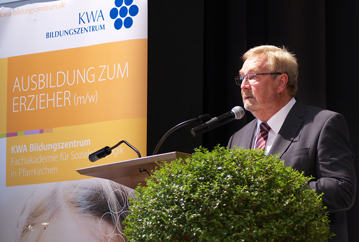 Abschlussfeier 2015 im KWA Bildungszentrum, KWA-BIZ-Leiter Karl-Heinz Edelmann