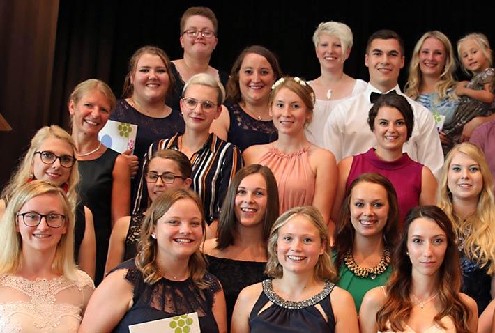 Gruppenfoto der Klasse F4 der Fachakademie für Sozialpädagogik.