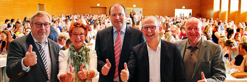 Freuen sich auf Feierstunde: Karl-Heinz Edelmann (Leiter Bildungszentrum), Reserl Sem (MdL), Michael Fahmüller (Landrat), Dr. Stefan Arend (KWA Vorstand), Georg Riedl (Koordinator European Campus) (von links nach rechts)
