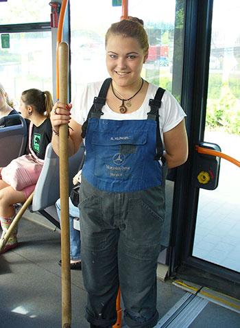 """Studierende des KWA Bildungszentrums auf dem Weg zu """"Passau räumt auf"""" 2013"""