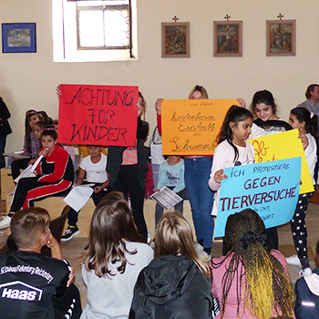 Krabat-Schülerinnen visualisierten auf Plakaten, was ihnen wichtig ist.